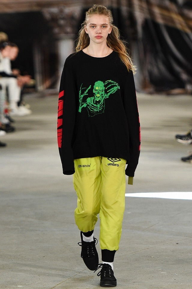 57749b096d4678a922081047_OFF_WHITE_2017SS_Men_s_Collection_runway_gallery-21.jpg