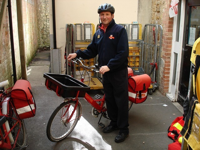 Royal_mail_bicycle_messenger_Ilminster.jpg