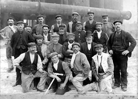 Workers-at-Bethlehem-Steel-in-early-1900s.jpg