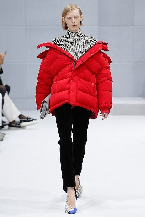 sub_balenciaga_7117.jpeg_north_499x_white.jpg